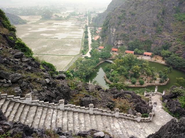 Hang Mua Pagoda (Mua Cave)